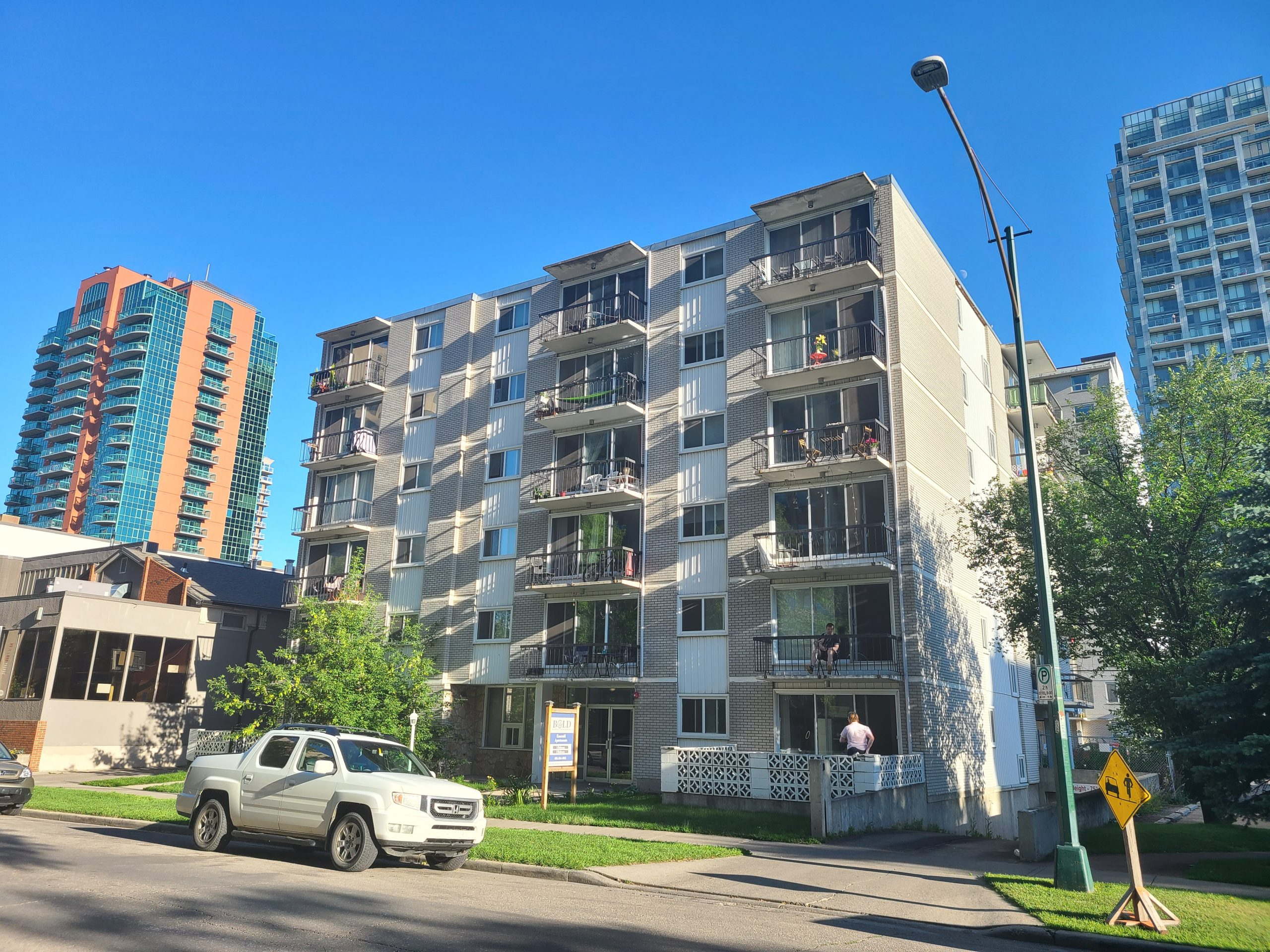Emerald – 927 14 Ave SW